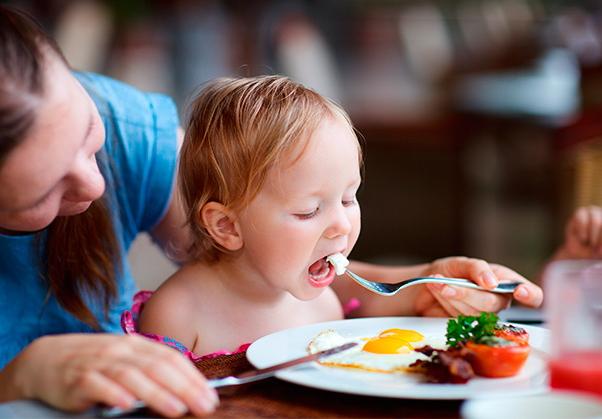на кухне с ребенком