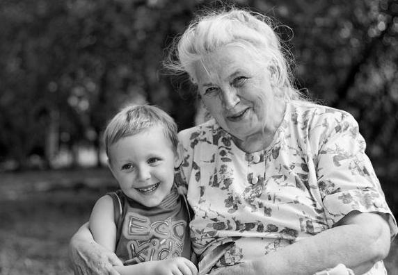 старушка со внуками