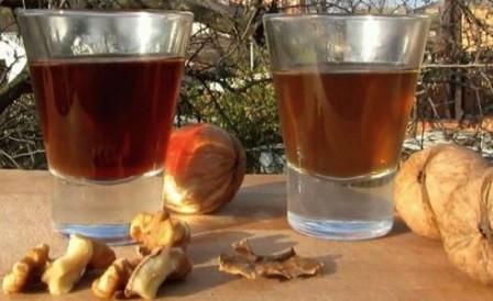 Настойка на самогоне на перегородках грецкого ореха
