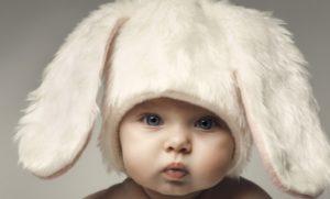 Миниатюра к статье Если ушко у малыша болит: как сделать компресс на ухо, как лечить отит и меры профилактики