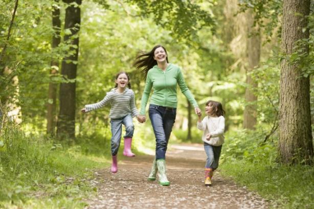гулять с детьми