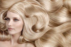 Миниатюра к статье Если волосы выпадают пучками, что делать?
